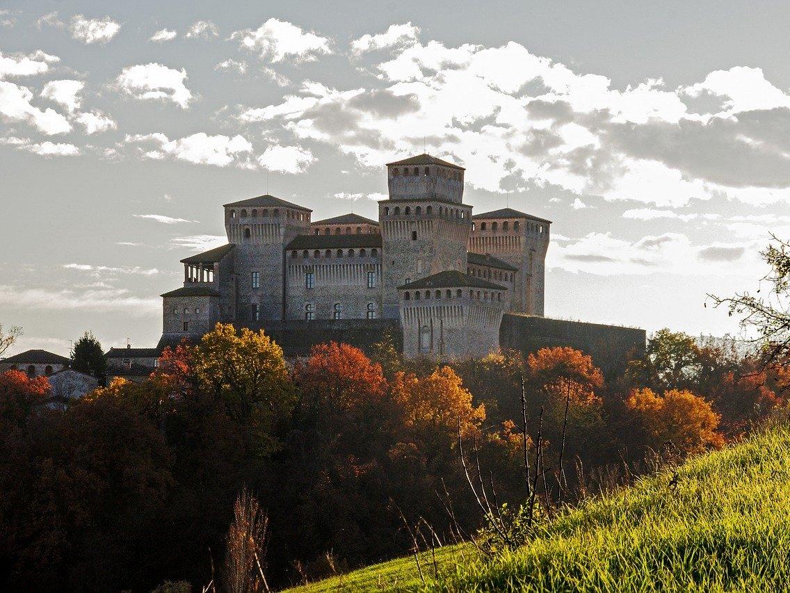 Castello di Torrechiara controluce sigeric